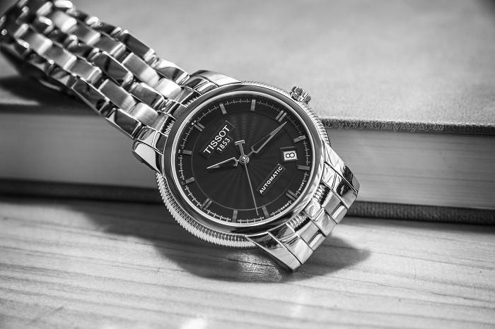 Review đồng hồ Tissot T97.1.483.51: Vẻ đẹp vượt thời gian - Ảnh 1