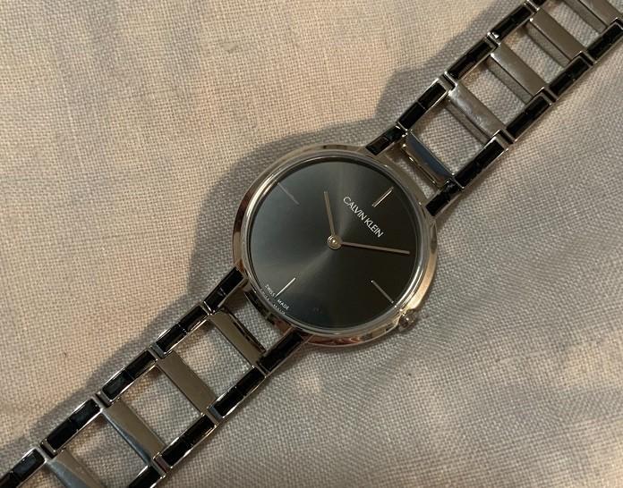 Review đồng hồ Calvin Klein K8NX3UB1: Sắc đen quyến rũ bí ẩn -Ảnh 2