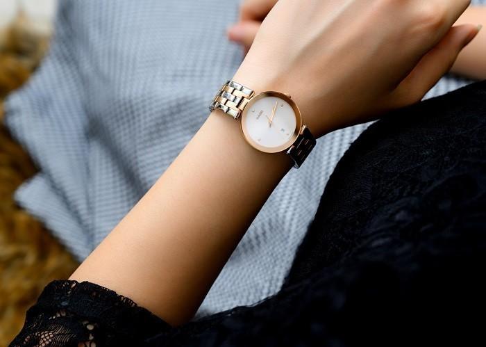 Đồng hồ Rado R48872723: Bốn cọc số đính kim cương đắt giá - Ảnh 1