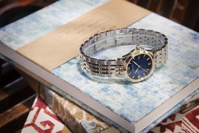 Review đồng hồ Bulova 98M124: mặt số gam màu xanh độc đáo - ảnh 1