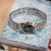 Review đồng hồ Bulova 98M124: mặt số gam màu xanh độc đáo 9