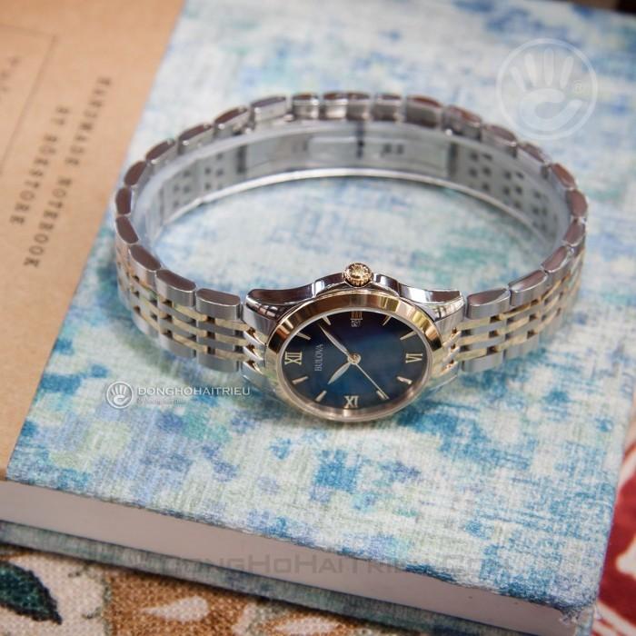 Review đồng hồ Bulova 98M124: mặt số gam màu xanh độc đáo 4