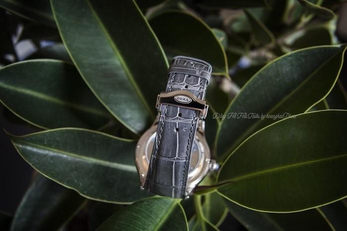 Doxa D198SAG dây được làm hoàn toàn bằng da cá sấu thật - Ảnh 3