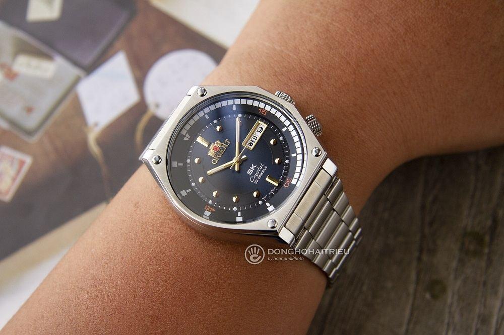 Cận cảnh mẫu đồng hồ Orient SK mặt xanh làm say đắm lòng người - Ảnh 20