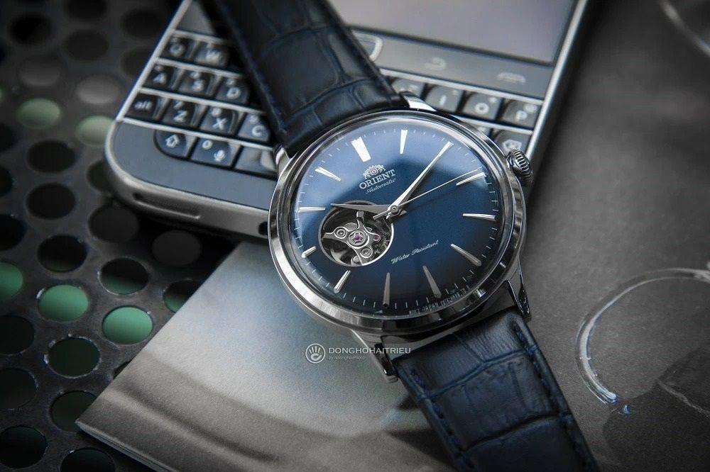 Orient RA-AG0005L10B - Dòng đồng hồ Orient cơ lộ máy sở hữu thiết kế mặt số nền xanh cực thanh lịch - Ảnh 12