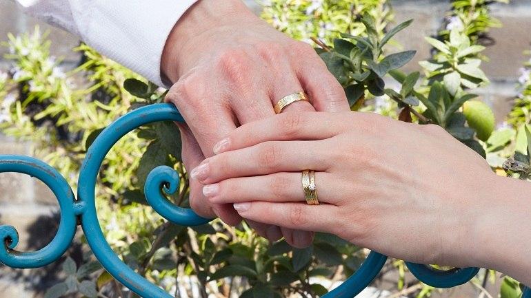 Hình thức cặp nhẫn cưới nên tương đồng - Ảnh 7